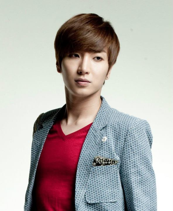 Simply quot;, : Leeteuk finally enters the military in October
